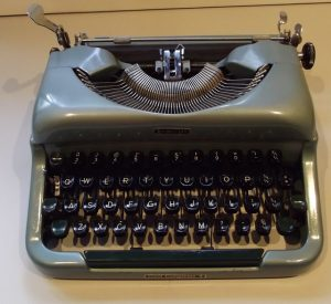 A Portable Imperial Good Companion manual typewriter, from http://oztypewriter.blogspot.com/